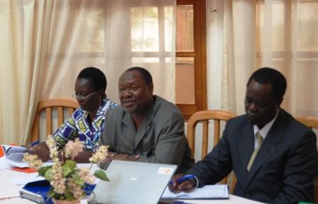 Ablassé Ouédraogo (milieu) le président du parti Le Faso autrement. Ph.B24