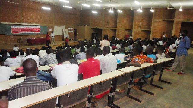 Des étudiants à la clôture du 26e congrès de l'UGEB, 17 août à Ouagadougou (Ph : B24)