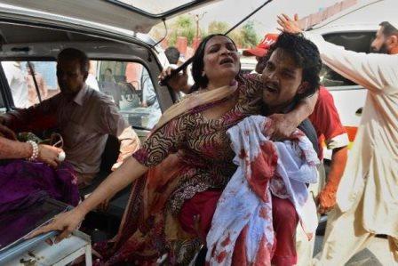 Une femme blessé lors de l'attentat devant l'église de Peshawar (PH:DR)