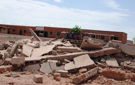 Les ruines d'un des nouveaux bâtiments, ce lundi 02 septembre 2013. Ph.B24