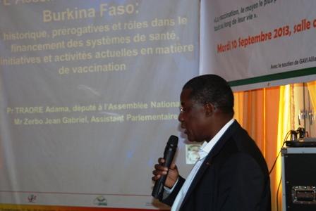 Le Pr Adama Traoré parlant de ce que fait déjà l'AN en matière de financement de la vaccination. Ph.B24