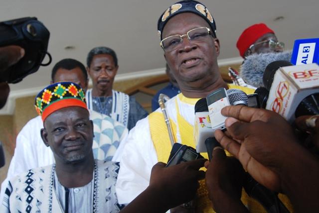 Le Mogho Naba (à g.) et le Koupendieli. Ils préconisent l'entente avec tous les partis d'opposition (Ph : B24)