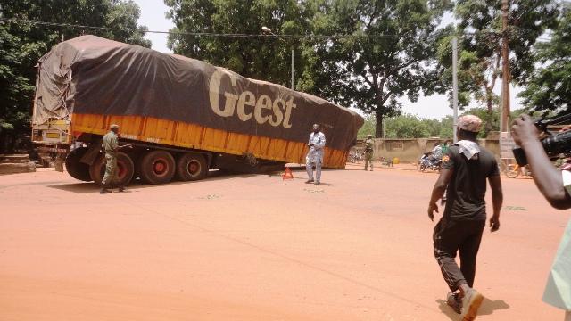 La remorque s'est détachée du tracteur du camion (Ph : B24)
