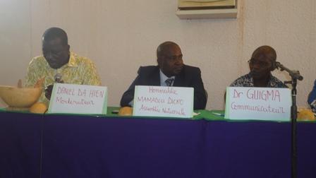 Les membres du présidium lors du forum de la semaine Cultivons (Ph:B24)