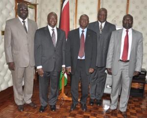 La délégation burkinabè autour du ministre kényan de la santé (2e à partir de la gauche)