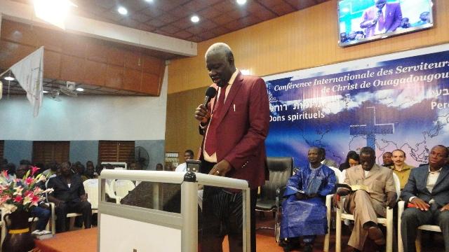 Le Révérend Mamadou Karambiri prononçant le discours d'ouverture de la 8e CISCO - 29 octobre 2013 (Ph : B24)