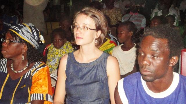 La directrice du Goethe Institut (lunettes), Thekla Worch-Ambara (Ph : B24)