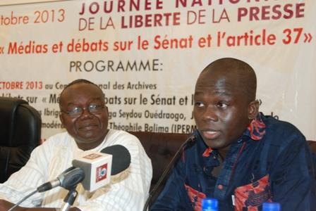 Deux des panélistes, le Pr Luc Marius Ibriga (gauche) et le Dr Seydou Ouédraogo (droite). © Burkina 24