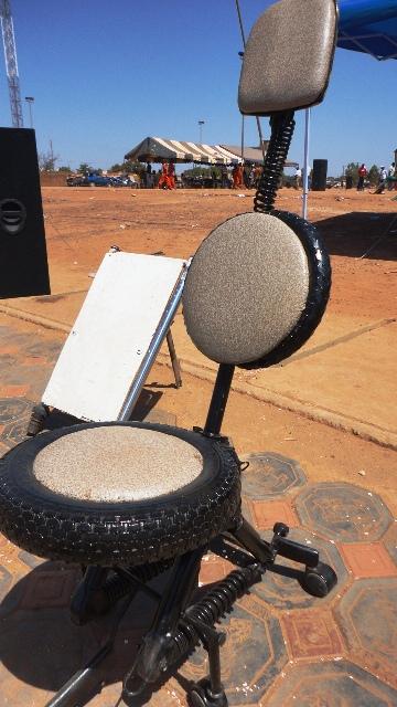 Issaka tarbagdo des pi ces de motos la chaise vip l for Chaise qui roule