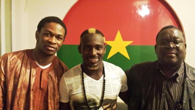 Mohamed Koffi (au milieu) a rendu visite aux Burkinabè vivant en France (Ph : B24)