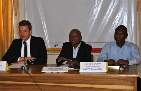 De gauche à droite, Marc Christoph Schumacher de la coopération allemande, le PCA du SPONG et un représentant de l'UNICEF. Ph. SPONG