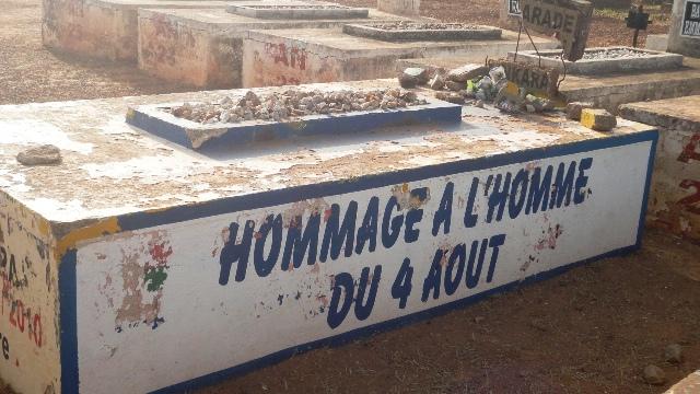 La tombe du président Thomas Sankara, le 12 octobre 2013. Elle a été repeinte le 15 octobre 2013 (Ph : Burkina 24)