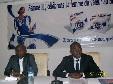 Abdourhamane ALIMIYAOU, Country Manager (droite) et Mamadou Fofana (gauche) face à la presse ce vendredi 15. Ph.B24
