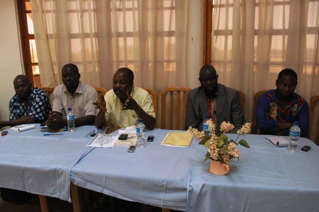 Les désormais ex-conseillers municipaux de l'arrondissement 4 de Ouaga ne s'ont pas d'avis avec la décision du Conseil des ministres (Ph : B24)