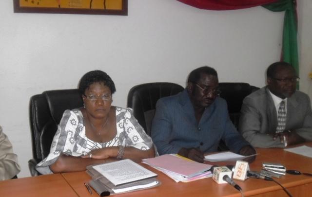 Des députés de l'opposition à la conférence de presse ce 13 novembre 2013 (Ph : B24)