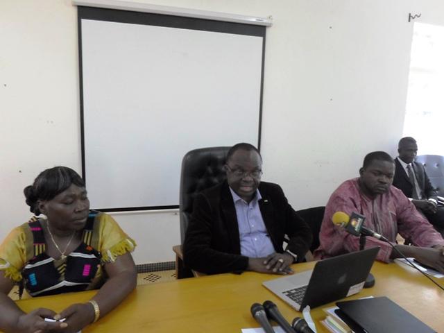 Les membres de la CENI à la rencontre de ce 30 décembre 2013. Au milieu, le Président Me Barthélémy Kéré (Ph : B24)