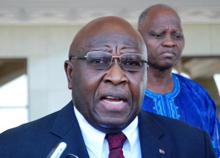 Le contrôleur général d'État, Henri Bruno Bessin, lors de la remise du rapport au Président du Faso ce mardi 03 novembre. © Burkina 24