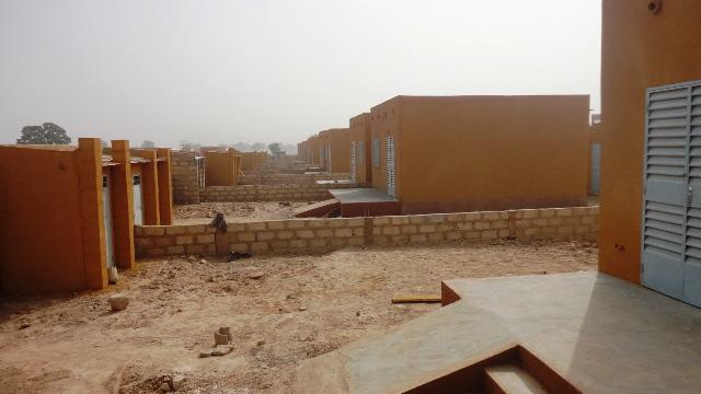 Un aperçu des 50 logements de la phase I du projet de logements intégrés de EAA au Burkina (Ph :B4)