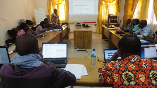 Les chargés de programmes d'organisations de la société civile s'outillent aux mécanismes d'évaluation des systèmes de santé (Ph : B24)