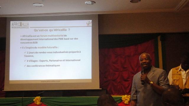 Félix Sanon, coordonnateur d'AFRICALLIA 2014, expliquant l'édition (Ph : B24)