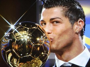 Barré depuis quatre ans par Lionel Messi, Cristiano Ronaldo remporte enfin pour la deuxième fois le Ballon d'Or