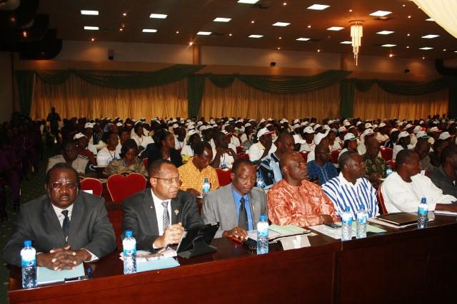 Les participants à la rencontre d'échange sur les mesures sociales (Ph : DR)