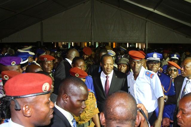 Blaise Compaoré parmi le personnel de son ministère (Ph : Présidence du Faso)