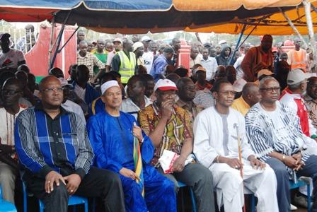 Les démissionnaires du CDP ont été accueillis par la foule des manifestants et par les chefs de partis d'opposition, ce samedi 18 janvier 2014. © Burkina 24
