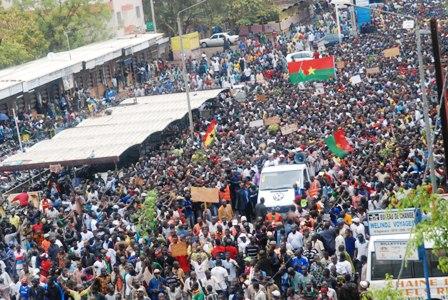 Une partie de la marche vue de haut. Samedi 18 janvier 2014. © Burkina 24