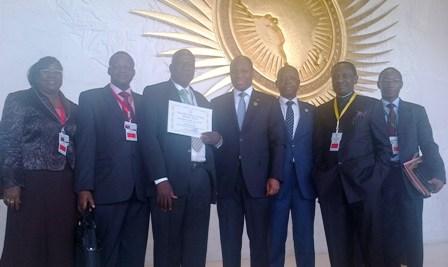 Le lauréat, avec la délégation burkinabè au sommet de l'UA.