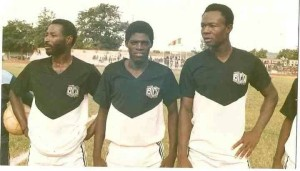 Isaie Traoré (au milieu), le père d'Alain  (Lorient/France)et Bertrand  (Vitesse Anhrem/Pays-Bas)