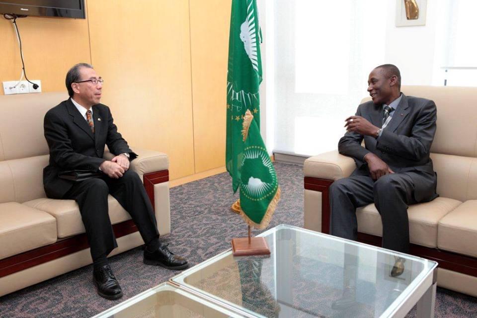 Le Directeur de cabinet de la Présidente de la commission de l'UA en audience avec l'ambassadeur du Japon, le 31 décembre 2013 (Ph : DR)