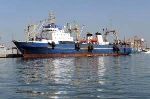 Le chalutier russe Oleg Naïdenov amarré au port de Dakar le 5 janvier 2014, accusé de pêche illégale dans les eaux sénégalaises. Photo TV5