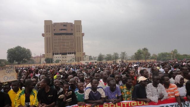 Les manifestants à la Place de la Nation à Ouagadougou, le 18 janvier 2014 (Ph : B24)