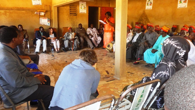 Pendant la séance de discussions à Zitenga (Ph : B24)