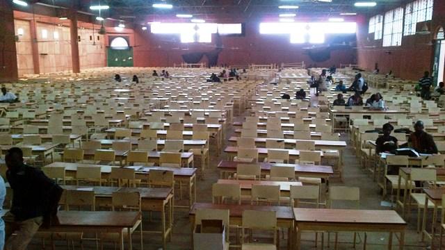 Les chaises du Pavillon Vert du SIAO sont restées vides après le mouvement des étudiants (Ph : B24)