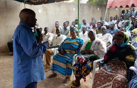 Simon Compaoré face à la population du secteur 21 ce dimanche. ©Burkina 24