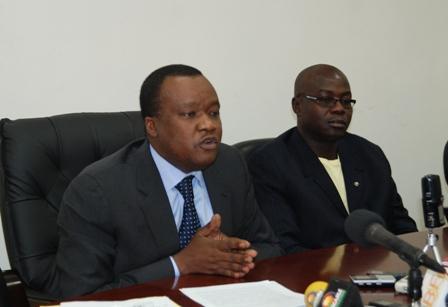 Me Mamadou Traoré, Bâtonnier de l'ordre des avocats, assisté du Secrétaire de l'ordre.