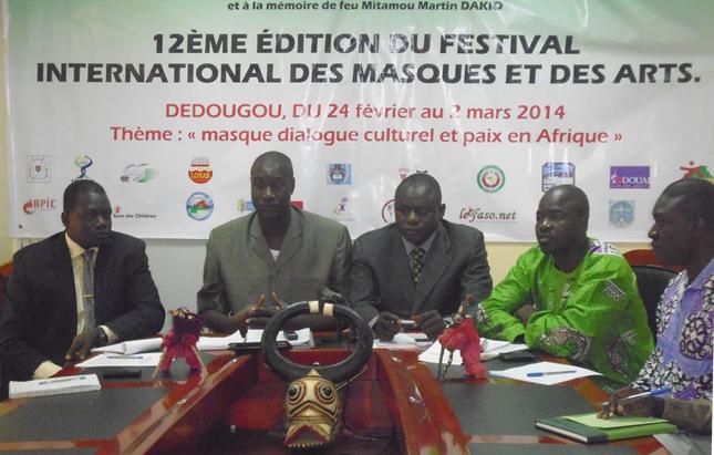 les membres dirigeants de l'Association pour la Sauvegarde des Masques (ASAMA), organisateurs du FESTIMA. Ph. B24