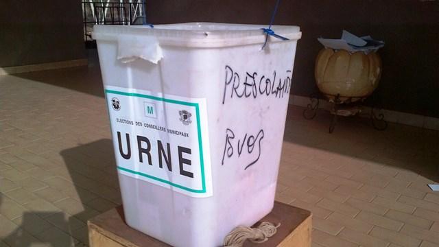 Une urne dans un bureau de vote au secteur 18 de l'arrondissement 4 de Ouaga (Ph : B24)