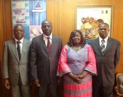 La délégation, avec l'ambassadeur Koutaba.