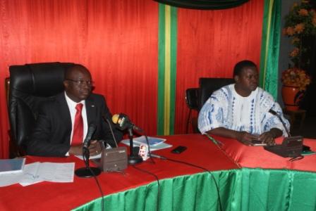 Me Barthélémy Kéré (d.) lors de la rencontre avec les partis politiques et la société civile (Ph : B24)