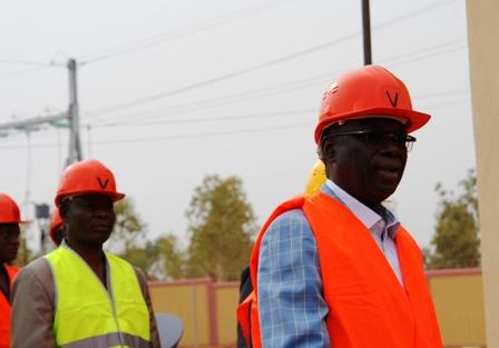 Le premier ministre Luc Adolphe Tiao visitant le chantier de la centrale. Burkina24