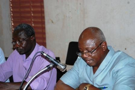 Le president du mois des centrales syndicales, Augustin Hien (droite). ©Burkina 24