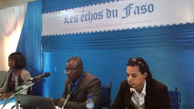 Les animateurs de la conférence de presse. Au milieu, le Directeur de rédaction, Koffi Amétépé (Ph : B24)
