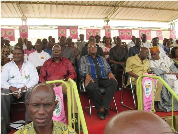 Une vue des différents responsables du parti du Mouvement du peuple pour le progrès (Mpp).A la droite de Roch Marc Christian kaboré, Salif Diallo et  à gauche, Simon Compaoré et le Larlé Naaba Tigré (Ph : B24)