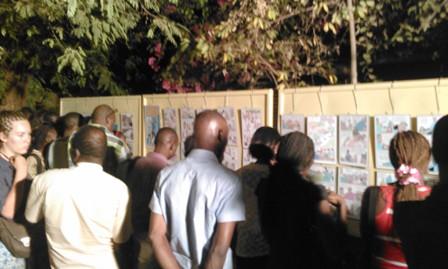 Les premiers festivaliers au vernissage de la premiere edition du FEBDO. ©Burkina 24