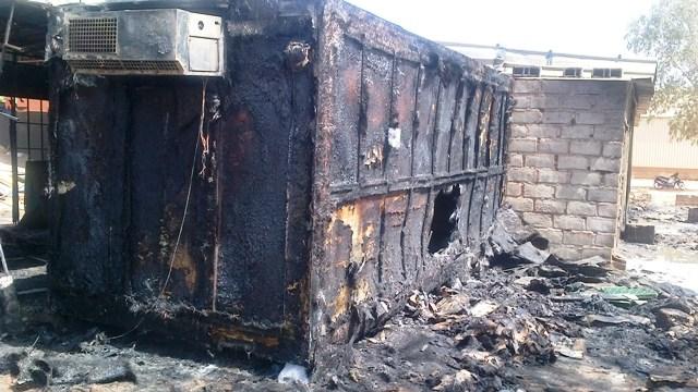 L'un des containers calcinés par les flammes (Ph : B24)