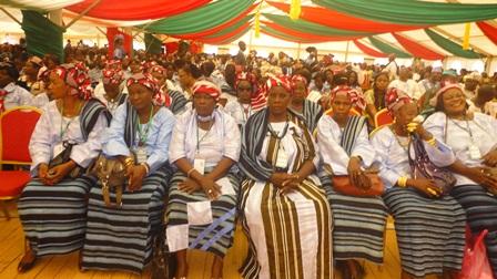 """Les femmes étaient en habit """"burkinabè"""" lors du Forum national des femmes (Ph : B24)"""