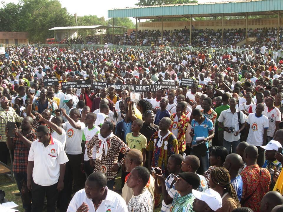 Une vue des militants et sympathisants au Meeting du FR à Bobo ce samedi 12 avril 2014. Ph. Bassératou K